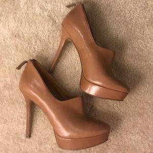 Size 9 Nine West leather closed toe heels